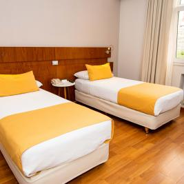 Separated beds room Hotel Bristol